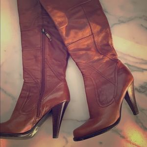 Beautiful leather Guess boots